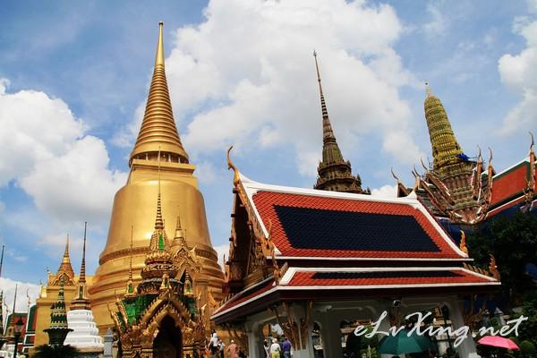 泰国是传统的佛教国家,曼谷大皇宫对服饰要求非常严格,不允高清图片